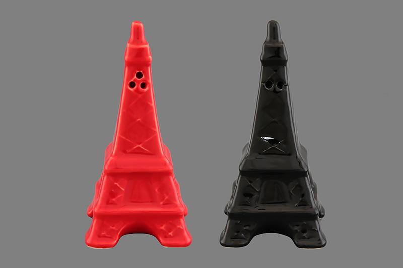 Набор для специй Elan Gallery Эйфелева башня, 2 предмета550013Набор для специй Elan Gallery Эйфелева башня состоит из перечницы и солонки. Емкости выполнены из керамики. Солонка и перечница легки в использовании: стоит только перевернуть емкости, и вы с легкостью сможете поперчить или добавить соль по вкусу в любое блюдо.Дизайн, эстетичность и функциональность набора позволят ему стать достойным дополнением к кухонному инвентарю. Размер солонки/перечницы: 4,5 см х 4,5 см х 9 см.