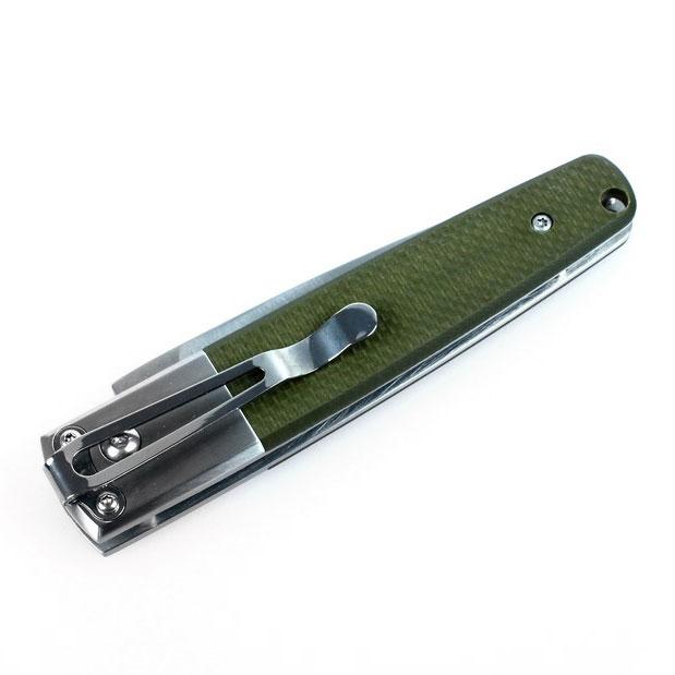 Нож Ganzo G7211 зеленыйG7211-GRНож Ganzo 7211 особенно привлекателен в качестве спутника рыбака или любителя активного отдыха на природе, поскольку это складная модель. В сложенном виде длина инструмента составляет всего 11,5 см. В рабочем — 20 см при длине клинка 8,5 см. Вес ножа — 135 г.Для клинка этого ножа используется качественная марка стали 440С, которая содержит марганец, кремний и хром. Добавки обеспечивают металлу высокую твердость и способность противостоять основным видам коррозии. В том числе, нож не подвержен ржавлению. Режущая кромка Ganzo 7211 — прямая, а поверхность клинка обработана методом сатинирования поверхности. Такой вид шлифовки образует на поверхности ножа абстрактный узор из мелких штрихов. Клинок выглядит полуматовым и почти не бликует.Рукоятка также частично сделана из стали. Второй используемый для ее материал — современный полимер G10. Это очень прочное и долговечное композитное волокно. Поверхность рукоятки — текстурированная, что улучшает ее сцепление с ладонью. На внутренней стороне расположена металлическая клипса для присоединения к поясному ремню или фиксации в кармане. Эта небольшая деталь позволяет держать нож под рукою и не потерять его.В открытом или сложенном состоянии клинок ножа фиксируется при помощи замка типа Auto Lock. Его механизм позволяет без труда открыть нож при помощи одной руки. При этом, такой тип замка очень надежен и не позволит ножу открыться самостоятельно или сложиться во время работы.Особенности:складной нож с замком Auto Lock; нержавеющая сталь марки 440С; прочные накладки на рукоятку из стеклопластика и стали; клипса для крепления на пояс; лезвие с заточкой прямого типа; сатиновый клинок; замок Auto Lock. Гарантия: На ножи Ganzo 7211 предоставляется официальная гарантия компании-производителя, действительная на протяжении 12 месяцев с даты продажи. Состав материала: Сталь клинка — 440C, материал рукоятки — G10