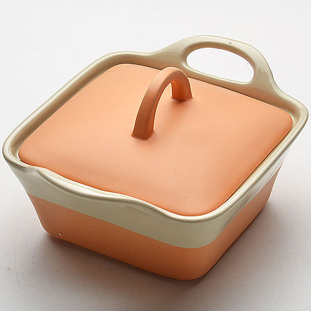 Кастрюля Mayer & Boch с крышкой, цвет: персиковый, бежевый, 680 мл21807_персиковый, бежевыйКастрюля Mayer & Boch изготовленная из жаропрочной керамики, подходит для любого вида пищи. Элегантный дизайн идеально подходит для современного дома. В комплект входит крышка из керамики.Изделия из керамики идеально подходят как для приготовления пищи, так и для подачи на стол. Материал не содержит свинца и кадмия. С такой кастрюлей вы всегда сможете порадовать своих близких оригинальным блюдом.Кастрюлю можно использовать на газовой, электрической плите и в микроволновой печи. Можно мыть в посудомоечной машине. Размер кастрюли: 15,5 см х 15,5 см.Ширина кастрюли (с учетом ручек): 22 см.Высота стенок: 7 см.