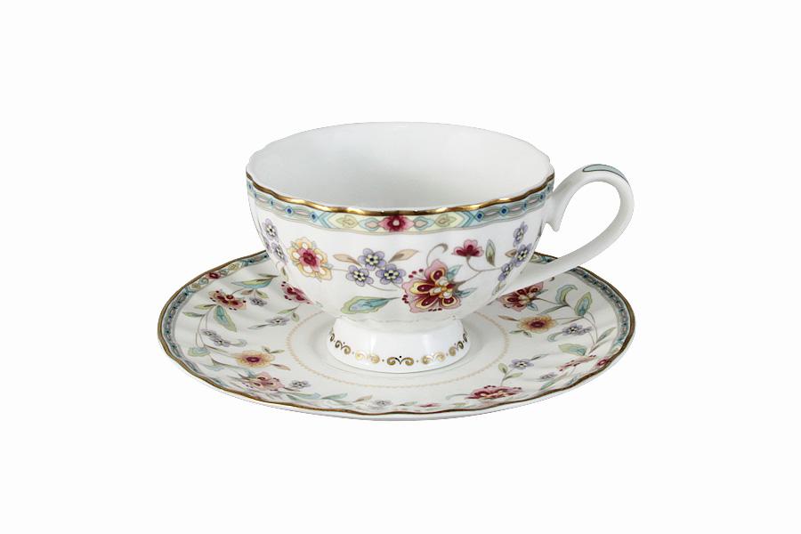 Чайная пара Colombo HD Грейс, 2 предметаC2-CS-4307ALЧайная пара Colombo HD Грейс состоит из чашки и блюдца, изготовленных из высококачественного костяного фарфора. Яркий дизайн изделий, несомненно, придется вам по вкусу.Чайная пара Colombo HD Грейс украсит ваш кухонный стол, а также станет замечательным подарком к любому празднику.Рекомендуется мыть в теплой воде с применением мягких моющих средств.Объем чашки: 210 мл.