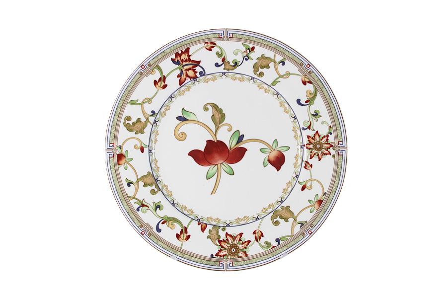 Тарелка Imari Кардинал, диаметр 23 см180746Тарелка Imari Кардинал изготовлена из высококачественной керамики, основным ингредиентом которой является твердый доломит. Это обеспечивает посуду безупречной белизной, легкостью и термостойкостью. Нанесение сверкающей глазури, не содержащей свинца, придает изделию превосходный блеск и особую прочность.Изделие декорировано красивым цветочным орнаментом. Предназначено для подачи вторых блюд или десертов. Тарелка отлично подойдет как для повседневного использования, так и для особых случаев. Благодаря качеству исполнения и красивому дизайну изделие станет отличным приобретением для вашей кухни.Можно мыть в посудомоечной машине.