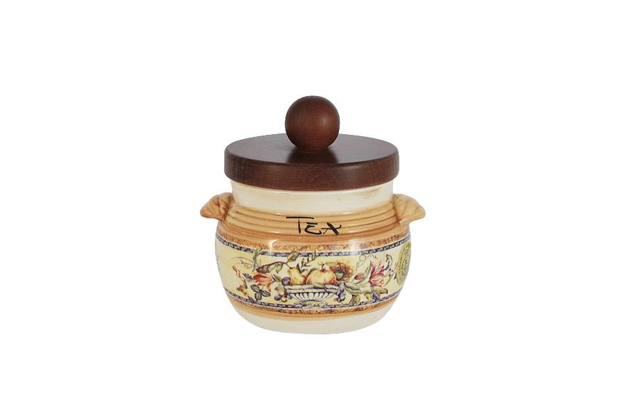 Банка для чая LCS Старая Тоскана, 500 млLCS670PLT-OT-ALБанка для чая LCS Старая Тоскана выполнена из высококачественнойглазурованной керамики и оформлена изысканным изображением фруктов.Оснащена деревянной крышкой. Такая банка идеально впишется в интерьерлюбой кухни. Благодаря качеству исполнения и красивому дизайну изделие станетотличным приобретением для вашей кухни. Мыть керамическую посуду рекомендуется теплой водой с небольшимколичеством моющих средств. Лучше не использовать абразивные пасты иметаллические мочалки. Допускается мытье в посудомоечной машине присоблюдении инструкции изготовителя посудомоечной машины. Посуда требуетосторожности: защиты от сильного удара или падения.