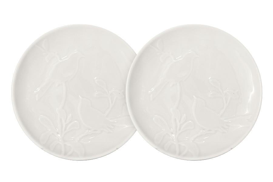 Набор закусочных тарелок SantaFe Птицы, цвет: кремовый, диаметр 18 см, 2 штSL-SP15016cr-ALНабор SantaFe Птицы состоит из двух закусочных тарелок, выполненных из качественной керамики. Изделия декорированы красивым рельефом в виде птиц. Закусочная тарелка предназначена для сервировки закусок, нарезок, салатов. Набор закусочных тарелок идеально подойдет для сервировки стола и станет отличным подарком к любому празднику. Диаметр тарелки: 18 см.