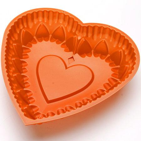 Форма для выпечки Mayer & Boch Сердце, силиконовая, цвет: оранжевый, 28 см х 28 см24634_оранжевыйФорма для выпечки Mayer & Boch Сердце изготовлена из высококачественного силикона в виде сердца.Силикон - материал, который выдерживает температуру от -40°С до +230°С. Изделия из силикона очень удобны в использовании: пища в них не пригорает и не прилипает к стенкам, форма легко моется. Приготовленное блюдо можно очень просто вытащить, просто перевернув форму, при этом внешний вид блюда не нарушится. Изделие обладает эластичными свойствами: складывается без изломов, восстанавливает свою первоначальную форму. Порадуйте своих родных и близких любимой выпечкой в необычном исполнении. Подходит для приготовления в микроволновой печи и духовом шкафу при нагревании до +230°С; для замораживания до -40°.Можно мыть в посудомоечной машине. Как выбрать форму для выпечки – статья на OZON Гид.