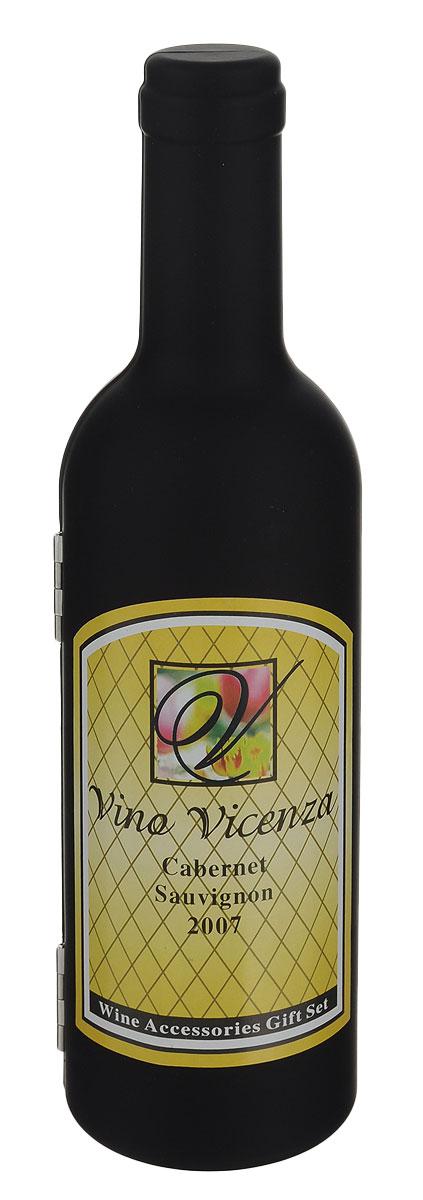 """Винный набор Эврика """"Vino Vicenza"""" станет отличным подарком для ценителя вин и  всего  изысканного. Набор состоит футляра, универсального ножа, кольца для сбора капель,  специальной  пробки и конусной спец-пробки. Складной нож, выполненный из стали, включает в себя нож, штопор и открывалку.  Конусная пробка для бутылки имеет вставку из резины, что позволяет  герметично закрыть бутылку и сохранить напиток ароматным на долгое время.  Специальная резиновая пробка с металлической петлей предназначена для  закрывания бутылок с узким горлышком. Кольцо предназначено для аккуратного  наливания напитков, так как капли задерживаются на специальной текстильной  вставке внутри кольца. Набор упакован в оригинальный футляр в виде бутылки итальянского вина.  Предметы  набора надежно крепятся в определенном положении благодаря особым выемкам.  Такой набор отлично подойдет в качестве делового подарка, а также подчеркнет  вкус  его обладателя. Высота футляра-бутылки: 23,5 см. Диаметр кольца: 4 см. Высота конусной пробки: 7,5 см.Размер складного ножа (в сложенном  виде): 11 см х 3 см х 1,2 см.Высота специальной пробки: 5,5 см."""
