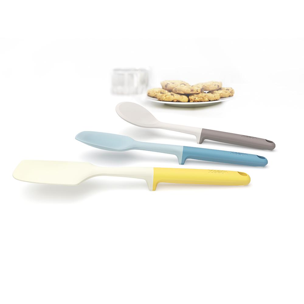 Набор для выпечки Joseph Joseph Elevate Baking Set. 1013110131Набор для выпечки Joseph Joseph Elevate Baking Set помогает сохранить чистоту во время приготовления пищи. В ручку каждого инструмента встроен утяжелитель и держатель. Таким образом, грязная часть всегда остается на весу, и вы никогда не испачкаете поверхность стола. Кроме того, эти инструменты стильные, приятных цветов и изготовлены из прочного современного материала, не повреждающего деликатные поверхности посуды.В наборе 3 инструмента: лопатка для жидкого теста, ложка для крутого теста и лопатка для печений - с её помощью удобно снимать их с противня.Все инструменты можно мыть в посудомоечной машине.