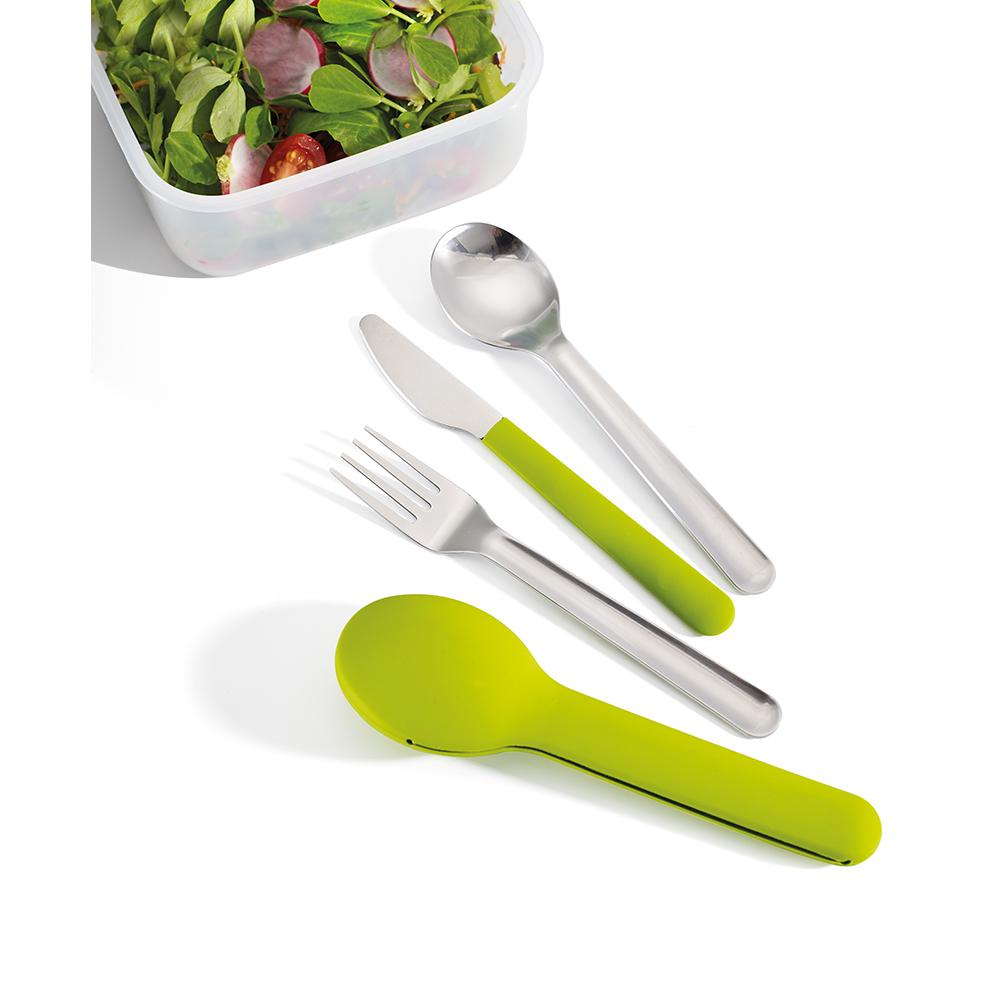 Набор столовых приборов Joseph Joseph GoEat Cutlery Set, цвет: зеленый, 4 шт81033Обычно, чтобы съесть обед из контейнера где-то вне дома, мы используем одноразовые пластиковые приборы, которые не всегда хорошо справляются с задачей, к тому же это зачастую неудобно и даже вредно. Не нужно выбирать между удобством и качеством - и то, и другое сочетается в наборе Joseph Joseph GoEat Cutlery Set из нержавеющей стали. Он включает в себя нож с магнитной рукояткой, вилку и ложку, выглядит стильно, достаточно компактен. Также к набору прилагается специальный силиконовый чехол для удобной переноски и содержания приборов в чистоте до и после использования.Можно мыть в посудомоечной машине.