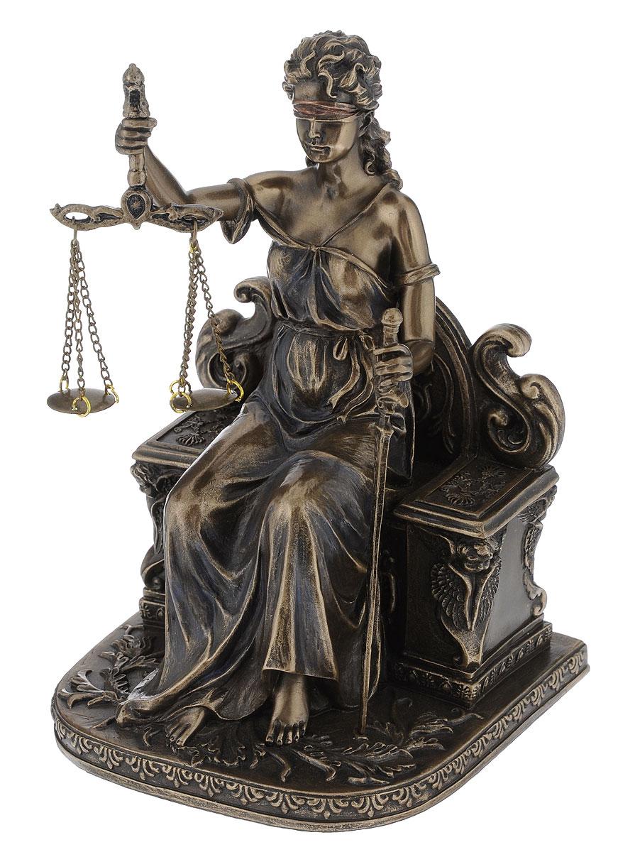 """Статуэтка Veronese """"Фемида"""", выполненная из полистоуна, станет отличным украшением интерьера вашего дома или офиса. Статуэтка выполнена в виде древнегреческой богини правосудия и порядка.Вы можете поставить статуэтку в любом месте, где она будет удачно смотреться и радовать глаз. Также она может стать оригинальным подарком вашим близким или коллегам."""