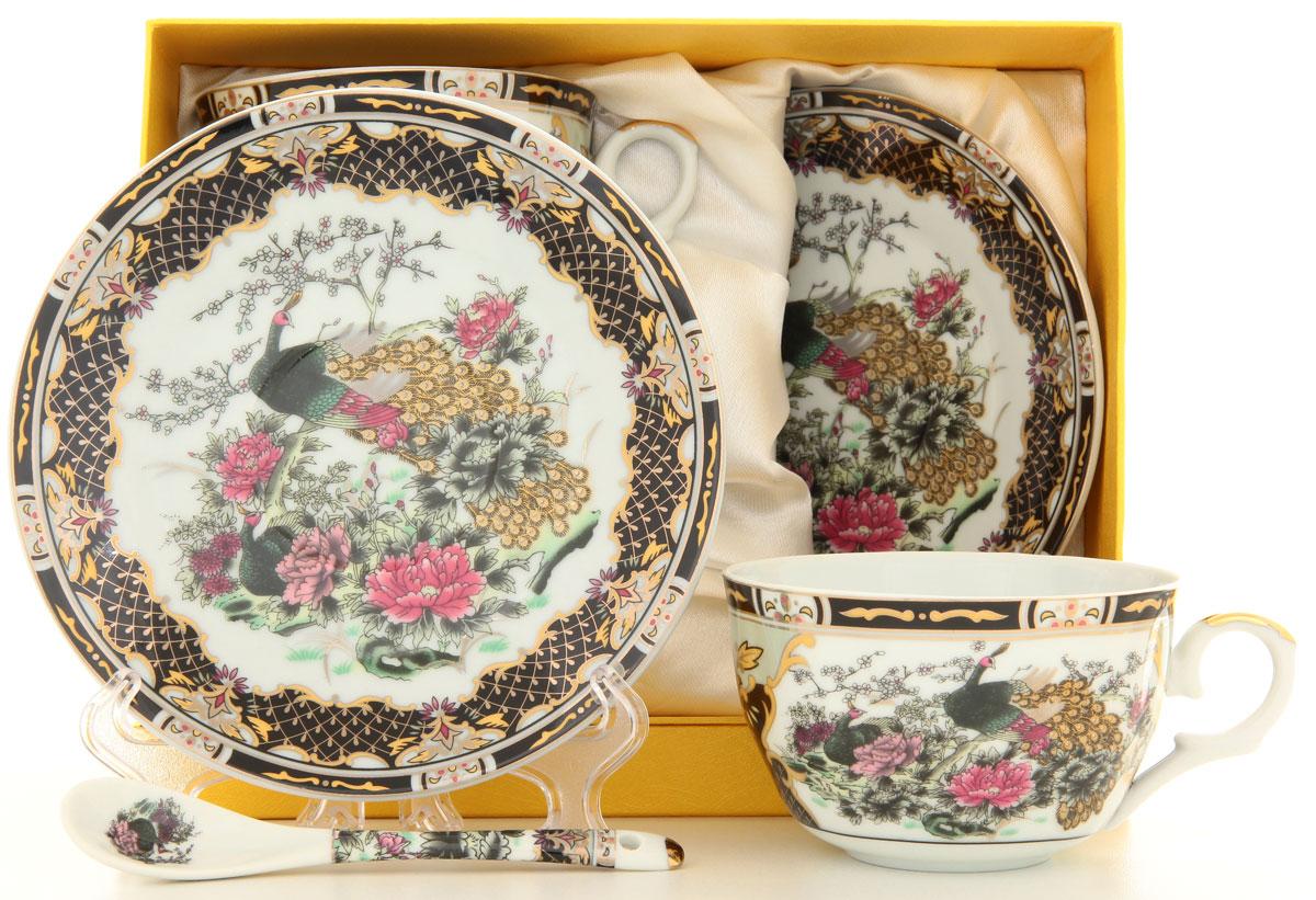 Набор чайный Elan Gallery Павлин на золоте, 4 предмета180794Чайный набор Elan Gallery Павлин на золоте состоит из двух чашек и двух блюдец. Изделия выполнены из высококачественной керамики, украшенной изысканными узорами и изображением павлинов. Такой чайный набор изящно украсит стол к чаепитию и порадует ваших гостей. Благодаря изысканному дизайну и качеству исполнения, такой чайный набор станет желанным подарком для любой хозяйки. Не использовать в микроволновой печи. Объем чашки: 250 мл. Диаметр чашки (по верхнему краю): 9,5 см. Высота стенки чашки: 6 см. Диаметр блюдца: 15,5 см.