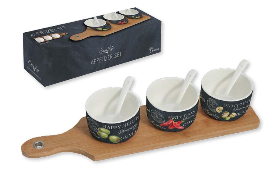 Набор посуды для закусок Nuova R2S, 7 предметов0059900Набор посуды для закусок Nuova R2S состоит из 3 емкостей, 3 ложек и бамбуковой подставки. Емкости и ложки выполнены из высококачественного фарфора. Изделия легкие, белоснежные и прочные. Нанесение сверкающей глазури, не содержащей свинца, придает посуде превосходный блеск и особую прочность.Емкости украшены изображением продуктов и надписями. Такой набор идеально подойдет для сервировки различных соусов и закусок, например, фисташек или оливок. Он станет практичным приобретением и подчеркнет ваш прекрасный вкус.Диаметр емкости: 8 см.Размер подставки: 37 х 9 см.