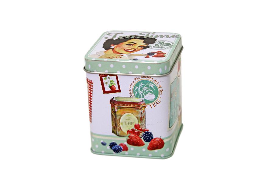 Банка для чая Nuova R2S Винтаж, 7,5 х 7,5 х 9 смR2S081/VHCT-ALБанка Nuova R2S Винтаж, выполненная из металла и оформленная оригинальным рисунком, станет незаменимым помощником на кухне. В ней будет удобно хранить чай. Емкость легко закрывается крышкой. Оригинальный дизайн позволит сделать такую емкость отличным подарком на любой праздник.