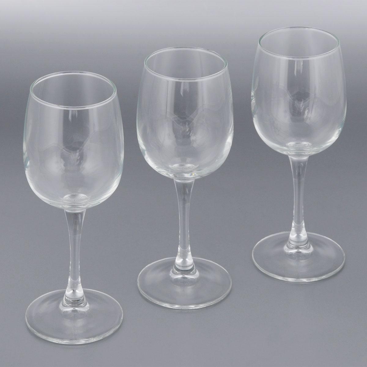 Набор фужеров для вина Luminarc Allegresse, 230 мл, 3 штL1027Набор Luminarc Allegresse состоит из трех классических фужеров, выполненных из прочного стекла. Изделия оснащены высокими ножками и предназначены для подачи вина. Они сочетают в себе элегантный дизайн и функциональность. Благодаря такому набору пить напитки будет еще вкуснее.Набор фужеров Allegresse прекрасно оформит праздничный стол и создаст приятную атмосферу за романтическим ужином. Такой набор также станет хорошим подарком к любому случаю.Можно мыть в посудомоечной машине.Диаметр фужера (по верхнему краю): 5,8 см. Высота фужера: 18,2 см.