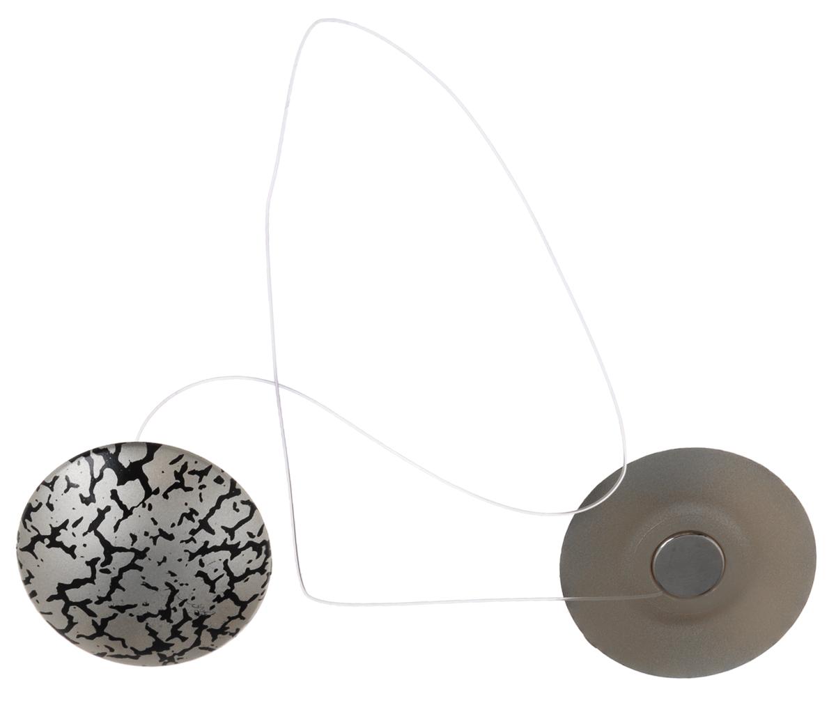 Клипсы магнитные для штор SmolTtx Трещины, с леской, цвет: серебристый, черный, длина 33,5 см, 2 шт544091_3ЕМагнитные клипсы SmolTtx Трещины предназначены для придания формы шторам. Изделие представляет собой соединенные леской два элемента, на внутренней поверхности которых расположены магниты.С помощью такой клипсы можно зафиксировать портьеры, придать им требуемое положение, сделать складки симметричными или приблизить портьеры, скрепить их.Следует отметить, что такие аксессуары для штор выполняют не только практическую функцию, но также являются одной из основных деталей декора, которая придает шторам восхитительный, стильный внешний вид. Длина клипсы (с учетом лески): 33,5 см. Диаметр клипсы: 3,5 см.