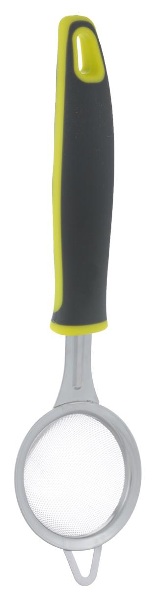 Сито МФК-профит Comfort, длина 23 смMFK01037Сито МФК-профит Comfort станет верным помощником на вашей кухне. Отлично подходит для процеживания напитков и продуктов. Рабочая поверхность изделия выполнена из высококачественной нержавеющей стали. Рукоятка изготовлена из полипропилена с резиновой вставкой, что обеспечивает надежный хват и комфорт во время использования. Сито МФК-профит Comfort станет прекрасным дополнением к коллекции ваших кухонных аксессуаров. Можно мыть в посудомоечной машине.Длина сита: 23 см. Диаметр сита: 5 см.
