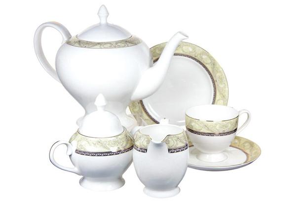 Чайный сервиз Романтика 21 предмет на 6 персон. E5-HV005011/21-ALE5-HV005011/21-ALЧайная и обеденная столовая посуда торговой марки Emerald произведена из высококачественного костяного фарфора. Благодаря высокому качеству исполнения, разнообразным декорам и оптимальному соотношению цена – качество, посуда Emerald завоевала огромную популярность у покупателей и пользуется неизменно высоким спросом. Поверхность изделий покрыта превосходной сверкающей глазурью, не содержащей свинца.