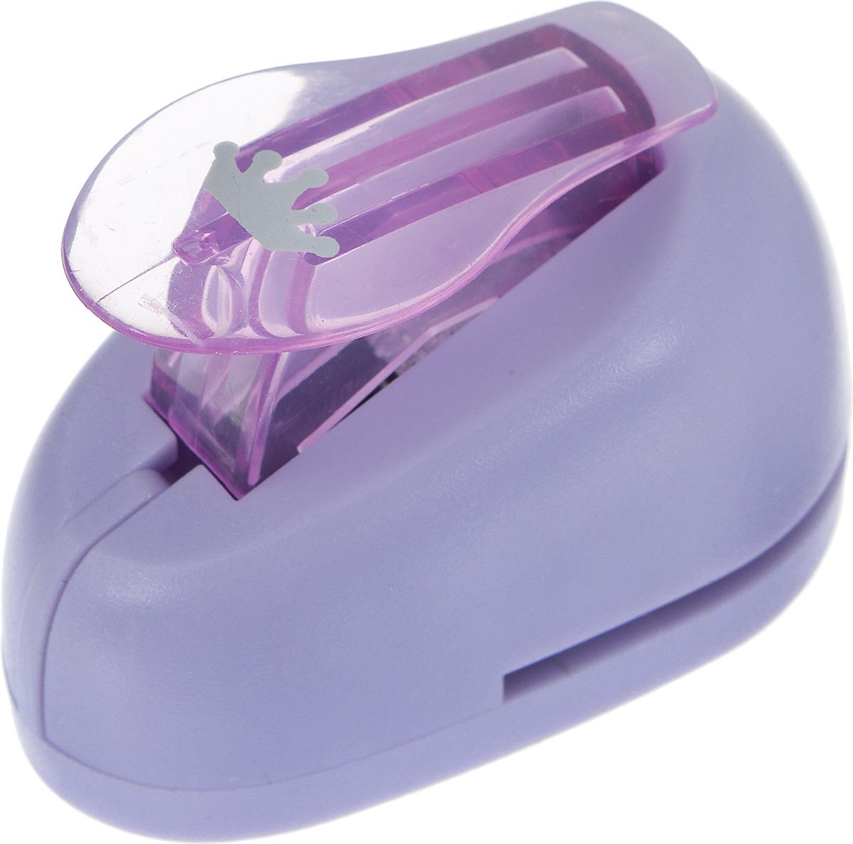 Дырокол фигурный Hobbyboom Корона, №241, цвет: фиолетовый, 1 смCD-99XS-241_фиолетовыйДырокол фигурный Hobbyboom Корона, выполненный из прочного пластика и металла, используется в скрапбукинге для украшения открыток, карточек, коробочек и прочего.Применяется для прорезания фигурных отверстий в бумаге. Вырезанный элемент также можно использовать для украшения.Предназначен для бумаги плотностью от 80 до 200 г/м2. При применении на бумаге большей плотности или на картоне, дырокол быстро затупится. Чтобы заточить нож компостера, нужно прокомпостировать самую тонкую наждачку. Размер готовой фигурки: 1 см х 0,6 см.