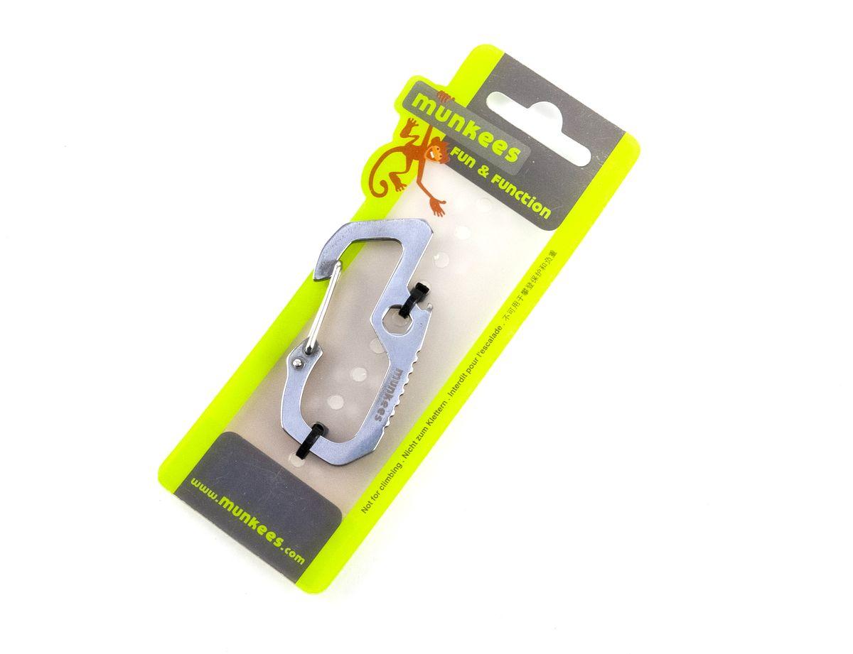 Карабин мультифункциональный Munkees3203Многофункциональный карабин Munkees выполнен из нержавеющей стали. Карабин не для скалолазания и альпинизма. Он рассчитан на существенно малые веса. Но он позволит упростить быт любого человека во всех случаях жизни. От элементарного подвешивания связки ключей на пояс, шлевку брюк/штанов, в рюкзак на место для крепления ключей или за любой кант кармана, до размещения подручных предметов, легкого снаряжения, одежды и аксессуаров (особенно перчаток и кепок) на рюкзак, сумку и тот же пояс. Помимо функции карабина, в конструкции имеется шестигранный ключ на 6, отвертка плоская, пила для древесины и открывалка для стеклянных бутылок с напитками.