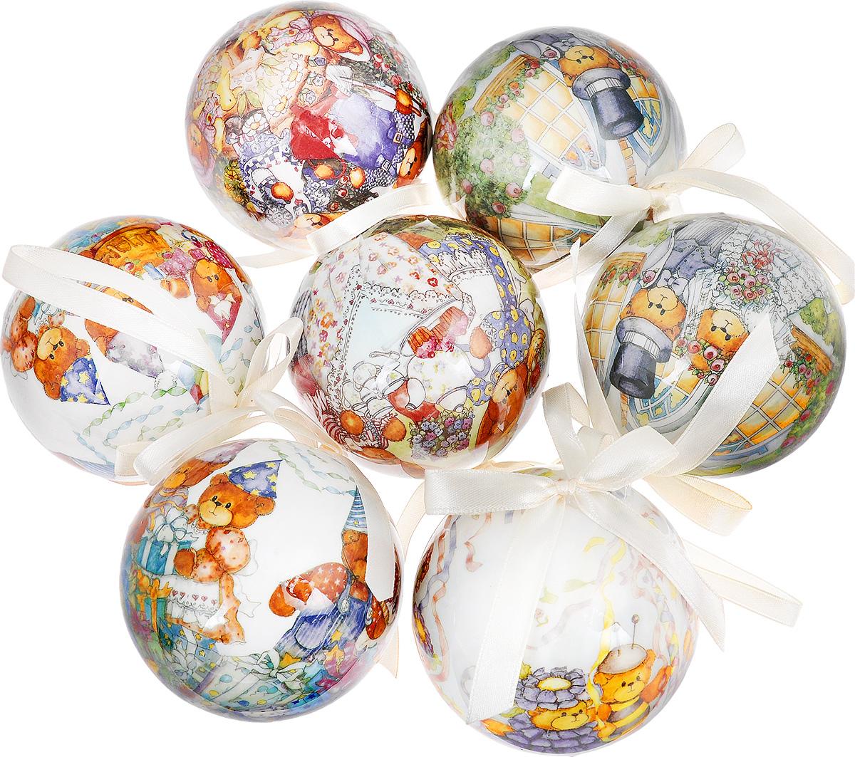 """Набор Winter Wings """"Мишки"""" отлично подойдет для декорации вашего дома и новогодней ели. Набор состоит из 7 украшений, выполненных из пластика в виде шаров. Изделия оформлены изображением забавных медведей. Изделия оснащены специальными текстильными петельками для подвешивания.  Набор упакован в красочную подарочную коробку.  Елочная игрушка - символ Нового года. Она несет в себе волшебство и красоту праздника. Создайте в своем доме атмосферу веселья и радости, украшая всей семьей новогоднюю елку нарядными игрушками, которые будут из года в год накапливать теплоту воспоминаний."""