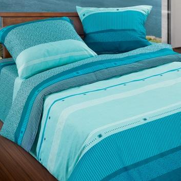 Комплект белья Wenge Line, 1,5-спальный, наволочки 70х70, цвет: бирюзовый, темно-синий. 299463299463Стильный комплект постельного белья Wenge Line выполнен из ткани Биокомфорт, произведенной из натурального 100% хлопка. Ткань приятная на ощупь, при этом она прочная, хорошо сохраняет форму и легко гладится. Ткань прекрасно пропускает воздух и за ней легко ухаживать. Комплект состоит из пододеяльника, простыни и двух наволочек, оформленных оригинальным принтом. Благодаря такому комплекту постельного белья вы создадите неповторимую атмосферу в вашей спальне.