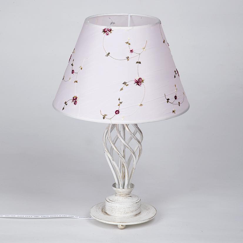 Светильник настольный Vitaluce, 1 х E27, 60 ВтV1559/1LНастольный светильник Vitaluce, выполненный из высококачественных материалов, оформлен в классическом стиле. Изделие дополнит интерьер спальной комнаты или гостиной. К светильнику предусмотрен цоколь Е27 для лампы мощностью 60 Вт.
