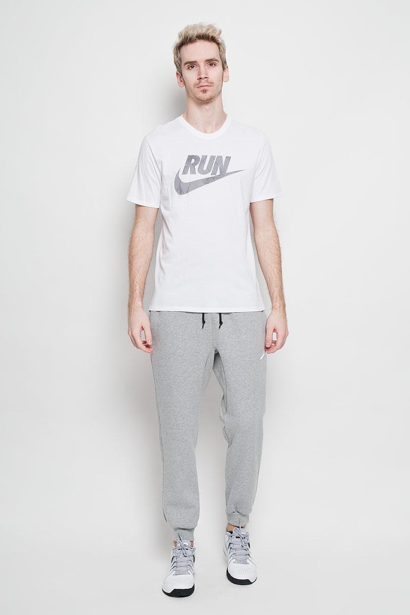 Футболка для бега мужская Nike Run P Core Run Swoosh Tee, цвет: белый. 717038-100. Размер M (46/48)717038_100Мужская футболка для бега Nike Run P Core Run Swoosh Tee, выполненная из хлопка с добавлением полиэстера, идеально подойдет как новичкам, так и спортсменам со стажем. Материал очень мягкий и приятный на ощупь, не сковывает движения и позволяет коже дышать.Футболка прямого кроя с короткими рукавами и круглым вырезом горловины оформлена спереди принтом с фирменным логотипом.Такая футболка станет отличным дополнением к вашему гардеробу, в ней вам будет удобно и комфортно.