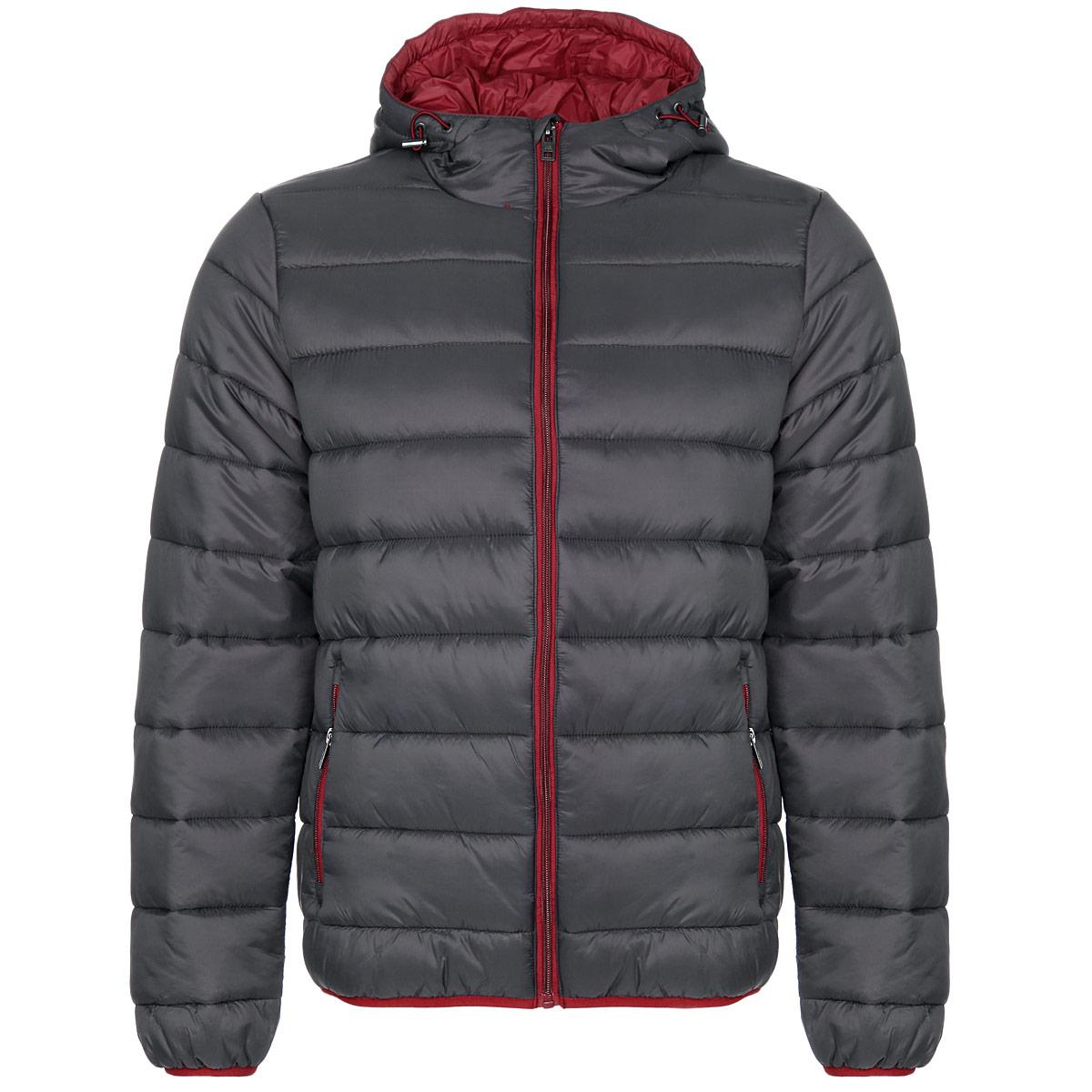 Куртка мужская F5 NY, цвет: темно-серый, бордовый. 06372. Размер L (50)06372Стильная мужская куртка F5 NY отлично подойдет для холодной погоды. Модель прямого кроя с длинными рукавами и капюшоном выполнена из высококачественного материала и застегивается на застежку-молнию. Изделие дополнено двумя втачными карманами на молниях спереди и двумя внутренними открытыми карманами. Манжеты рукавов и низ куртки оснащены узкими эластичными резинками. Объем капюшона регулируется шнурком-кулиской со стопперами. Куртка утеплена наполнителем Silk Floss, который обладает высокими теплоизолирующими свойствами и хорошей воздухопроницаемостью. Шелковистый эластичный наполнитель хорошо держит форму, благодаря чему изделие выглядит объемным и пышным. Эта модная и в то же время комфортная куртка - отличный вариант для уверенного в себе мужчины!