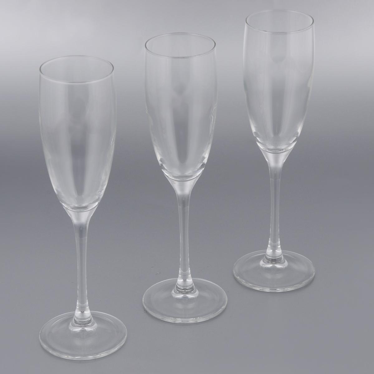 Набор фужеров для шампанского Luminarc Signature, 170 мл, 3 штJ9756Набор Luminarc Signature состоит из трех классическихфужеров, выполненных из прочного стекла. Изделияоснащены высокими ножками и предназначеныдля подачи шампанского. Они сочетают в себе элегантный дизайн и функциональность. Благодаря такому наборупить напитки будет еще вкуснее. Набор фужеров Luminarc Signature прекрасно оформит праздничный стол и создаст приятную атмосферу заромантическим ужином. Такой набор также станет хорошим подарком к любому случаю. Можно мыть в посудомоечной машине. Диаметр фужера (по верхнему краю): 5,2 см.Диаметр основания фужера: 7 см.Высота фужера: 22,2 см.