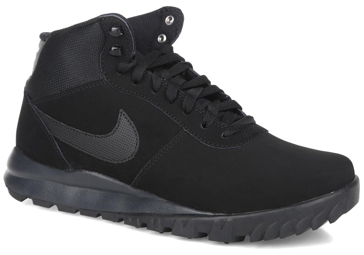 Кроссовки мужские Nike Hoodland Suede, цвет: черный. 654888-090. Размер 7,5 (40)654888-090Мужские ботинки Hoodland Suede от Nike - это идеальная обувь на каждый день. Верх выполнен из водонепроницаемого нубука со вставками из текстиля и синтетической кожи. Язычок оформлен фирменной нашивкой, задник - фирменным тиснением. Удобная шнуровка надежно фиксирует модель на стопе. Подкладка выполнена из текстиля. Стелька из EVA с текстильной поверхностью обеспечивает комфорт. Рельефный рисунок протектора обеспечивает надежное сцепление с разными поверхностями. В таких ботинках вашим ногам будет комфортно и уютно.