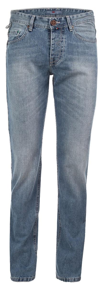Джинсы мужские F5, цвет: голубой. 09553. Размер 32-34 (48-34)09553Стильные мужские джинсы F5 - джинсы высочайшего качества на каждый день, которые прекрасно сидят. Модель прямого кроя и средней посадки изготовлена из высококачественного плотного хлопка. Джинсы не сковывают движения и дарят комфорт. Изделие оформлено тертым эффектом. Застегиваются джинсы на пуговицу в поясе и ширинку на металлических пуговицах, имеются шлевки для ремня. Спереди модель оформлена двумя втачными карманами и одним небольшим секретным кармашком, а сзади - двумя накладными карманами. Эти модные и в тоже время комфортные джинсы послужат отличным дополнением к вашему гардеробу. В них вы всегда будете чувствовать себя уютно и комфортно.