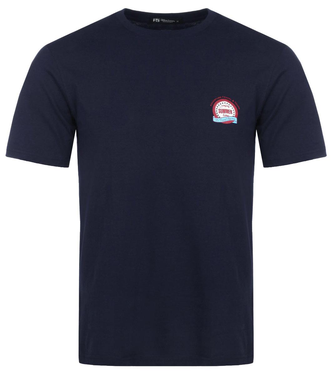Футболка мужская F5, цвет: темно-синий. 02216/Emblem. Размер XL (52)13734Стильная мужская футболка F5 выполнена из высококачественного натурального хлопка. Материал обладает высокой теплопроводностью, воздухопроницаемостью и гигроскопичностью, позволяет коже дышать. Простая и универсальная модель - незаменимый вариант для каждого дня. Футболка с круглым вырезом горловины и короткими рукавами на груди оформлена принтовой эмблемой и различными надписями. В этой футболке вы всегда будете чувствовать себя уверенно, оставаясь в центре внимания.