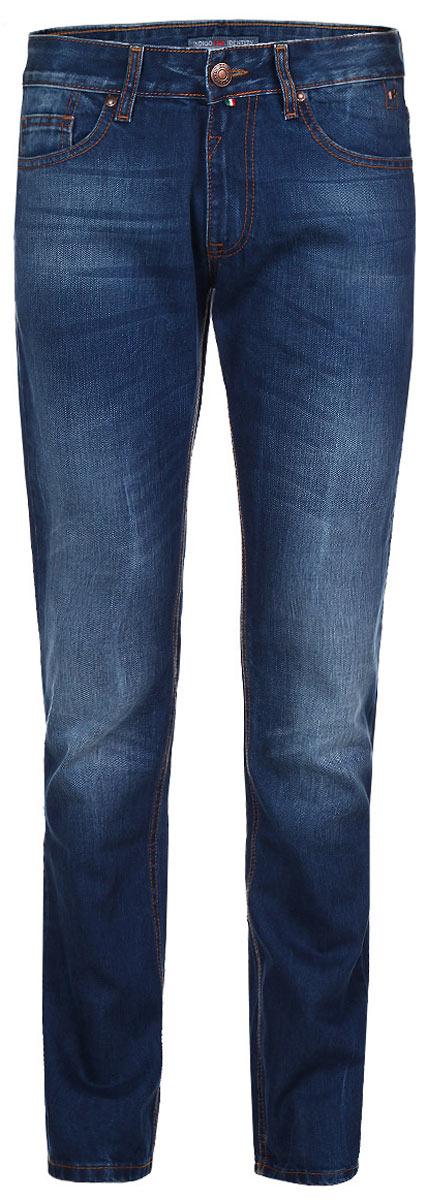 Джинсы мужские F5, цвет: синий. 09554. Размер 31-34 (46/48-34)09554Стильные мужские джинсы F5 - джинсы высочайшего качества на каждый день, которые прекрасно сидят. Модель прямого кроя и средней посадки изготовлена из высококачественного плотного хлопка. Джинсы не сковывают движения и дарят комфорт. Изделие оформлено тертым эффектом и контрастной отстрочкой. Застегиваются джинсы на пуговицу в поясе и ширинку на молнии, имеются шлевки для ремня. Спереди модель оформлена двумя втачными карманами и одним небольшим секретным кармашком, а сзади - двумя накладными карманами. Эти модные и в тоже время комфортные джинсы послужат отличным дополнением к вашему гардеробу. В них вы всегда будете чувствовать себя уютно и комфортно.