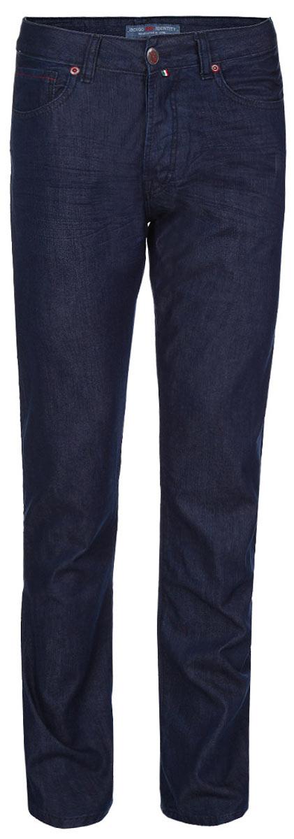Джинсы мужские F5, цвет: темно-синий. 09549. Размер 33-34 (48/50-34)09549Стильные мужские джинсы F5 - джинсы высочайшего качества на каждый день, которые прекрасно сидят. Модель прямого кроя и средней посадки изготовлена из высококачественного плотного хлопка. Джинсы не сковывают движения и дарят комфорт. Застегиваются джинсы на пуговицу в поясе и ширинку на металлических пуговицах, имеются шлевки для ремня. Спереди модель оформлена двумя втачными карманами и одним небольшим секретным кармашком, а сзади - двумя накладными карманами. Эти модные и в тоже время комфортные джинсы послужат отличным дополнением к вашему гардеробу. В них вы всегда будете чувствовать себя уютно и комфортно.