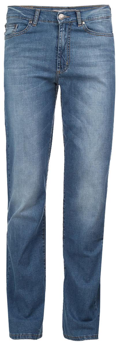 Джинсы мужские F5, цвет: синий. 0965-M. Размер 32-34 (48-34)0965-MСтильные мужские джинсы F5 - джинсы высочайшего качества на каждый день, которые прекрасно сидят. Модель прямого кроя и средней посадки изготовлена из высококачественного плотного хлопка с небольшим добавлением эластана. Джинсы не сковывают движения и дарят комфорт. Изделие оформлено тертым эффектом и контрастной отстрочкой. Застегиваются джинсы на пуговицу в поясе и ширинку на молнии, имеются шлевки для ремня. Спереди модель оформлена двумя втачными карманами и одним небольшим секретным кармашком, а сзади - двумя накладными карманами. Эти модные и в тоже время комфортные джинсы послужат отличным дополнением к вашему гардеробу. В них вы всегда будете чувствовать себя уютно и комфортно.