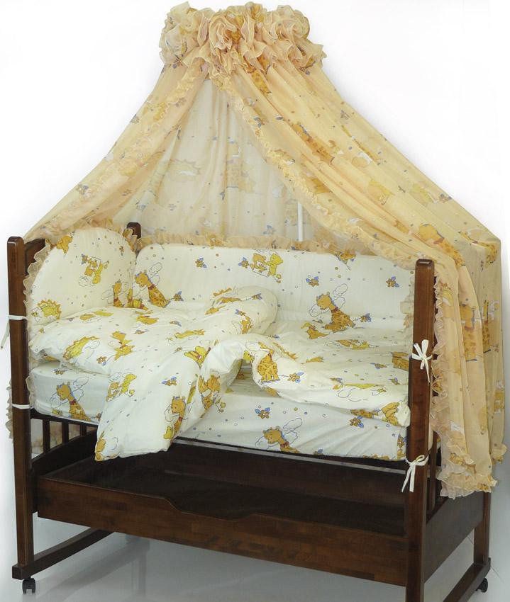 Топотушки Комплект детского постельного белья Жираф Вилли цвет желтый 6 предметов4630008870990Комплект постельного белья из 6 предметов включает все необходимые элементы для детской кроватки.Комплект создает для Вашего ребенка уют, комфорт и безопасную среду с рождения, современный дизайн и цветовые сочетания помогают ребенку адаптироваться в новом для него мире. Комплекты «Топотушки» хорошо вписываются в интерьер как детской комнаты, так и спальни родителей.Как и все изделия «Топотушки» данный комплект отражает самые последние технологии, является безопасным для малыша и экологичным. Российское происхождение комплекта гарантирует стабильно высокое качество, соответствие актуальным пожеланиям потребителей, конкурентоспособную цену.Комплектация: Охранный бампер 360х50см. (из 4-х частей, наполнитель – холлофайбер); Подушка 40х60см (наполнитель – холлофайбер); Одеяло 140х110см (наполнитель – холлофайбер); Наволочка 40х60см; Пододеяльник 147х112см; Простынь на резинке 120х60см.