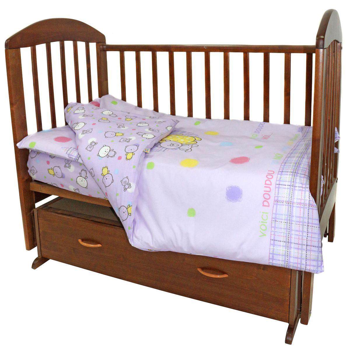 Топотушки Комплект детского постельного белья Мой Медвежонок цвет сиреневый 3 предмета4630008875537Комплект постельного белья из 3 предметов включает все необходимые элементы для детской кроватки. Комплект создает для Вашего ребенкауют, комфорт и безопасную среду с рождения, современный дизайн и цветовые сочетания помогают ребенку адаптироваться в новом для негомире. Комплекты «Топотушки» хорошо вписываются в интерьер как детской комнаты, так и спальни родителей. Как и все изделия «Топотушки» данный комплект отражает самые последние технологии, является безопасным для малыша и экологичным.Российское происхождение комплекта гарантирует стабильно высокое качество, соответствие актуальным пожеланиям потребителей,конкурентоспособную цену. В комплекте: Наволочка 40х60см, пододеяльник 104х147см, простынь на резинке 120х60см