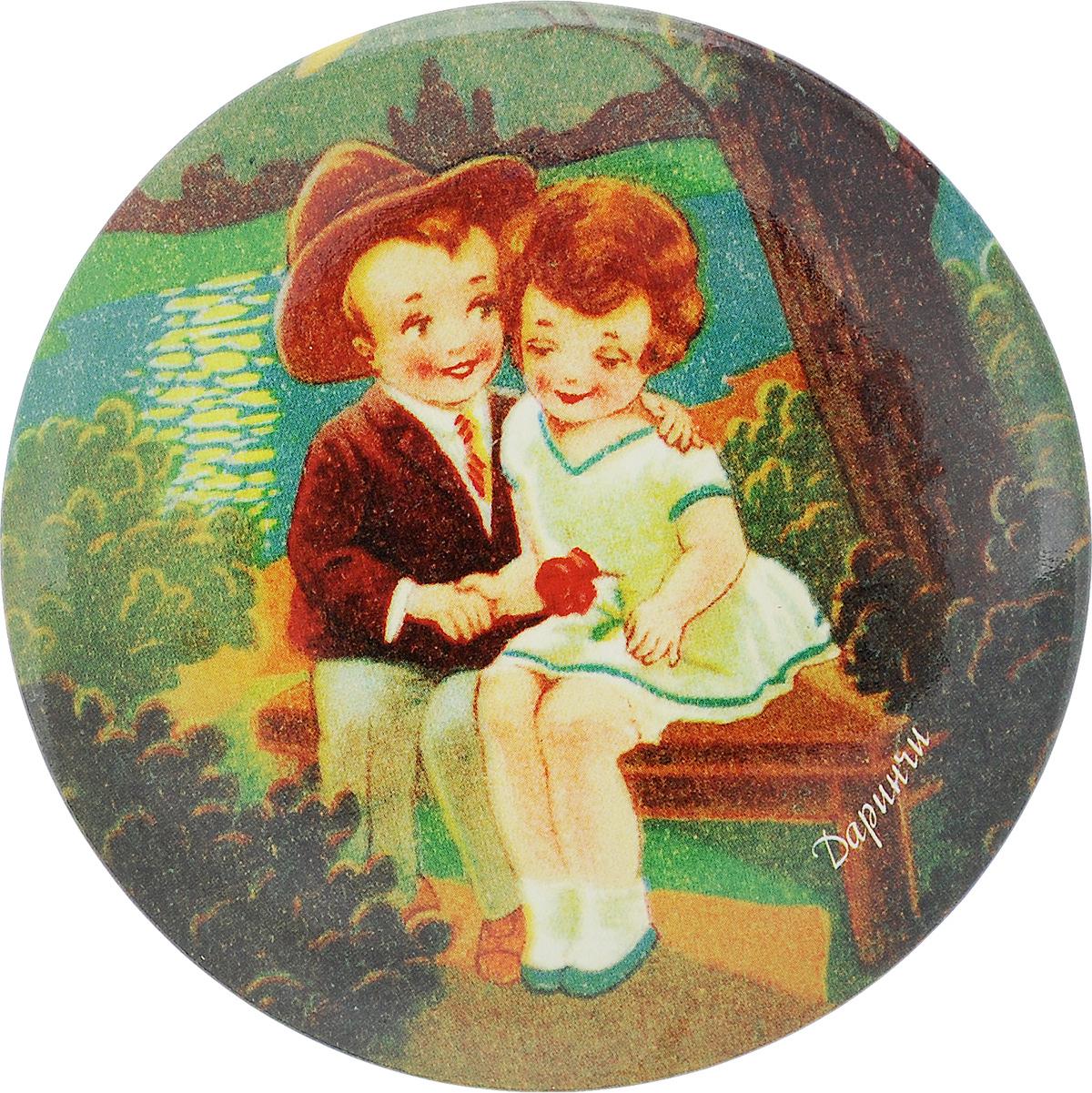Зеркало карманное Даринчи. № 2PP010Карманное зеркало Даринчи, выполненное в круглом металлическом корпусе, оформлено изображением мальчика и девочки на фоне вечернего озера.Такое зеркало станет отличным подарком представительнице прекрасного пола, ведь даже самая маленькая дамская сумочка обязательно вместит в себя миниатюрное зеркальце, а красочное изображение на обратной стороне зеркала непременно порадует вас и поднимет вам настроение даже в самый хмурый день.