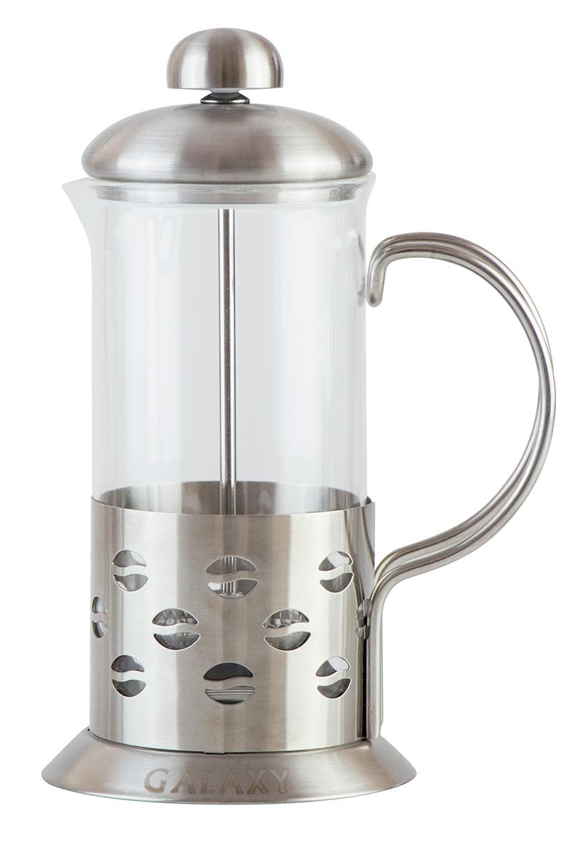 """Френч-пресс """"Galaxy"""", выполненный из жаропрочного стекла и нержавеющей стали, практичный и простой в использовании. Засыпая чайную заварку под фильтр и заливая ее горячей водой, вы получаете ароматный чай с оптимальной крепостью и насыщенностью. Остановить процесс заварки чая легко. Для этого нужно просто опустить поршень, и заварка уйдет вниз, оставляя вверху напиток, готовый к употреблению. Современный дизайн полностью соответствует последним модным тенденциям в создании предметов бытовой техники. Мерная ложка в комплекте."""