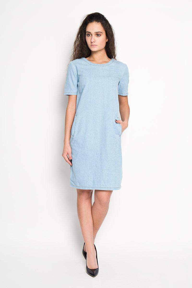 Платье Sela, цвет: голубой. Djs-137/008-6142. Размер 42Djs-137/008-6142Элегантное платье Sela выполнено из высококачественного хлопка и оформлено под джинс. Такое платье обеспечит вам комфорт и удобство при носке.Модель с короткими рукавами и круглым вырезом горловины выгодно подчеркнет все достоинства вашей фигуры благодаря приталенному силуэту. Спереди платье дополнено двумя втачными карманами. Изысканное платье-миди создаст обворожительный и неповторимый образ.Это модное и удобное платье станет превосходным дополнением к вашему гардеробу, оно подарит вам удобство и поможет вам подчеркнуть свой вкус и неповторимый стиль.