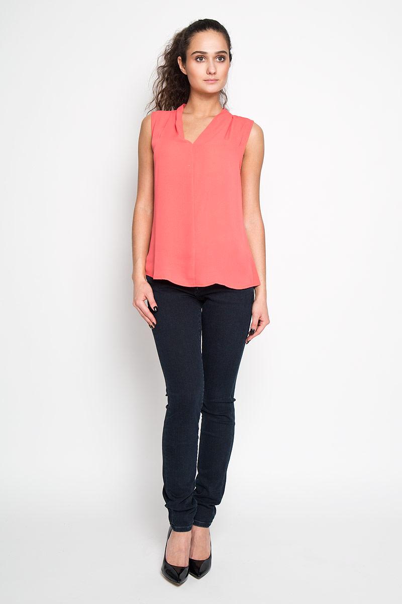Блузка женская Sela, цвет: коралловый. Twsl-112/707-6171. Размер 44Twsl-112/707-6171Стильная женская блуза Sela, выполненная из 100% полиэстера, подчеркнет ваш уникальный стиль и поможет создать оригинальный женственный образ.Блузка без рукавов, с V-образным вырезом горловины дополнена элегантными складками у горловины. Такая блузка идеально подойдет для жарких летних дней. Такая блузка будет дарить вам комфорт в течение всего дня и послужит замечательным дополнением к вашему гардеробу.