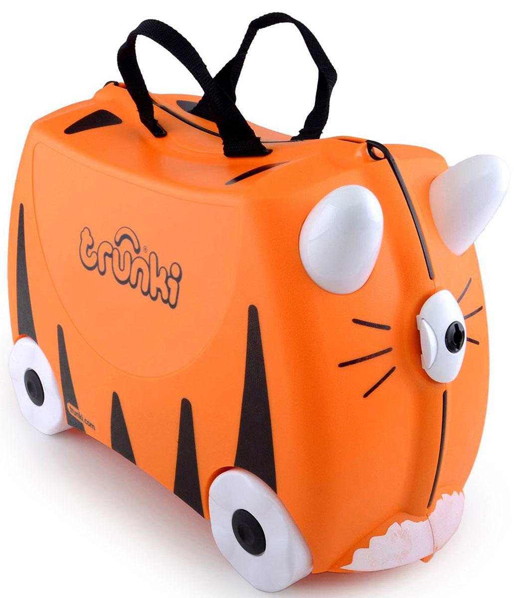 Trunki Чемодан-каталка Тигр0085-WL01-P1Детский чемодан-каталка Trunki Тигр - оригинальный чемодан на колесах, созданный, чтобы избавить маленьких путешественников от скуки и усталости.Корпус чемодана выполнен в форме седла, чтобы маленькому наезднику было комфортно сидеть. Расцветка такого чемодана-каталки похожа на маленького тигренка. А когда катишься на нем, представляется, что несешься на спине хищного зверя. Малыш может держаться за специальные рожки на передней части чемодана. Форма рожек специально разработана для детских ручек. Чемодан имеет 4 колеса и стабилизаторы, которые не позволят чемодану опрокинуться. Для переноски у чемодана предусмотрены 2 текстильные ручки, а также ремень через плечо, который можно использовать для буксировки чемодана. Чемодан содержит вместительное отделение с фиксирующейся Х-образной резинкой. Также в чемодане имеется длинный кармашек для мелочей. Закрывается чемодан на две защелки. Крышка чемодана плотно прилегает к основанию, уплотнитель между ними не позволит мелким предметам выпасть из него.Чемодан-каталка Trunki Тигр поможет ребенку не заскучать во время длительных перелетов и ожидания в аэропорту.