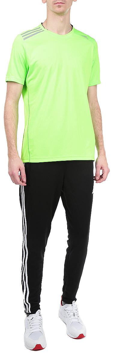 Футболка мужская Adidas Climachill, цвет: салатовый. M31275. Размер S (44/46)M31275Стильная мужская футболка Adidas Climachill, выполненная из полиэстера, обладает высокой теплопроводностью, воздухопроницаемостью и великолепно отводит влагу от тела.Модель с короткими рукавами и круглым вырезом горловины - идеальный вариант для создания образа в стиле Casual. Футболка оформлена светоотражающими полосками на плечах. Такая модель подарит вам комфорт в течение всего дня и послужит замечательным дополнением к вашему гардеробу.