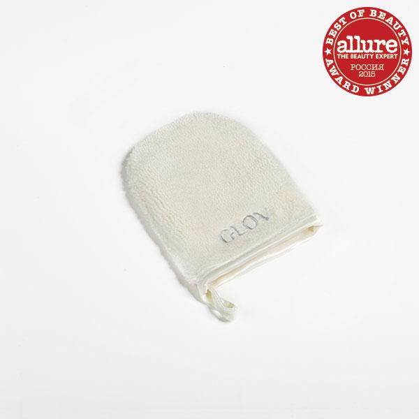 Glov Рукавичка для снятия макияжа On The Go8002Инновационная «рукавичка» для снятия макияжа. Смочили водой и сняли макияж, без дополнительных средств! Секрет в волокнах, они в 100 раз тоньше человеческого волоса и в 30 раз тоньше хлопка. Волокна притягивают к себе загрязнения. Подходит для любой, даже самой чувствительной кожи. Защищает лицо от бактерий. Восстанавливает микроциркуляцию кожи. Борется с локальными шелушением на лице. Помогает экономить на средствах для снятия макияжа. Незаменима в дороге. Сделана из экологически чистого материала. Подходит для тех, кто носит контактные линзы. Способ применения:Шаг 1. Намочите GLOV тёплой или прохладной водой.Шаг 2. Начните процедуру демакияжа с глаз. Расположите «рукавичку» так, чтобы волокна прилегали к ресницам. Немного подержите.Шаг 3. Удаляйте макияж лёгкими круговыми движениями.Шаг 4. Промойте GLOV кусковым мылом (не рекомендуется использовать гели и шампуни).Шаг 5. Хорошенько просушите «рукавичку». Используйте GLOV в течение трёх месяцев.Плюсы «рукавички» GLOV:- подходит для любой, даже самой чувствительной кожи;- защищает лицо от бактерий;- восстанавливает микроциркуляцию кожи;- борется с локальным шелушением на лице;- помогает экономить на средствах для снятия макияжа;- незаменима в дороге;- легко помещается в сумку;- сделана из экологически чистого материала;- подходит для тех, кто носит линзы.