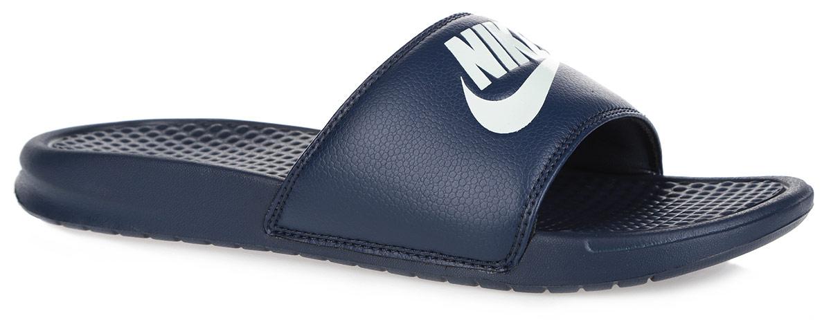 Шлепанцы мужские Nike Benassi JDI, цвет: темно-синий. 343880-403. Размер 11 (45)343880-403Мужские шлепанцы Benassi Just Do It от Nike подарят вам максимальный комфорт. Верх модели, выполненный из синтетической кожи, оформлен логотипом и названием бренда. Текстурированная стелька обеспечивает массажный эффект и способствует расслаблению ног. Цельная инжектированная подошва - для мягкости и невесомой амортизации. Рифление на подошве гарантирует идеальное сцепление с любой поверхностью. Модные шлепанцы покорят вас своим дизайном и удобством!
