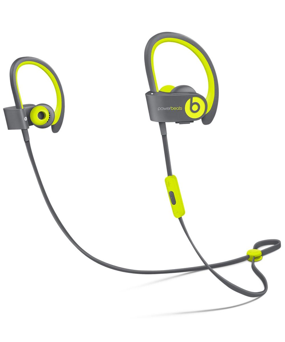 Beats Powerbeats2 Wireless Active Collection, Yellow Grey наушникиMKPX2ZE/AСтильные беспроводные наушники Beats Powerbeats2 Wireless из коллекции Active дают вам полную свободу на пробежках и тренировках с iPhone или iPod. Беспроводные наушники, вдохновлённые Леброном Джеймсом, бросают вызов обыденности, давая атлетам импульс к непревзойдённым результатам. Лёгкие и мощные, с двумя акустическими головками, совершенно новые беспроводные наушники воспроизводят звук великолепного качества на мощности, которая нужна вам для движения на пробежке или тренировке.От городских улиц до игровых площадок — наушники Powerbeats2 Wireless дают вам полную свободу на тренировках. Беспроводная технология Bluetooth даёт возможность подключаться к iPhone, iPod или другому устройству Bluetooth на расстоянии до 9 метров — вы можете свободно двигаться и сосредоточиться на спорте. Подзаряжаемый аккумулятор на 6 часов воспроизведения даст вам силы выстоять до конца. А если он разрядился, 15-минутная быстрая зарядка обеспечит ему дополнительный час работы. Не дайте поту вас остановить. Наушники Powerbeats2 Wireless защищены от пота и воды, а дополнительное покрытие на пульте RemoteTalk исключает скольжение, когда вы регулируете громкость, переключаете треки и звоните через гарнитуру. Добавьте силы своему звуку. Акустическая система с двумя головками воспроизводит широкий диапазон частот с чёткими высокими тонами и мощными басами, вдохновляя вам на пробежках и тренировках.