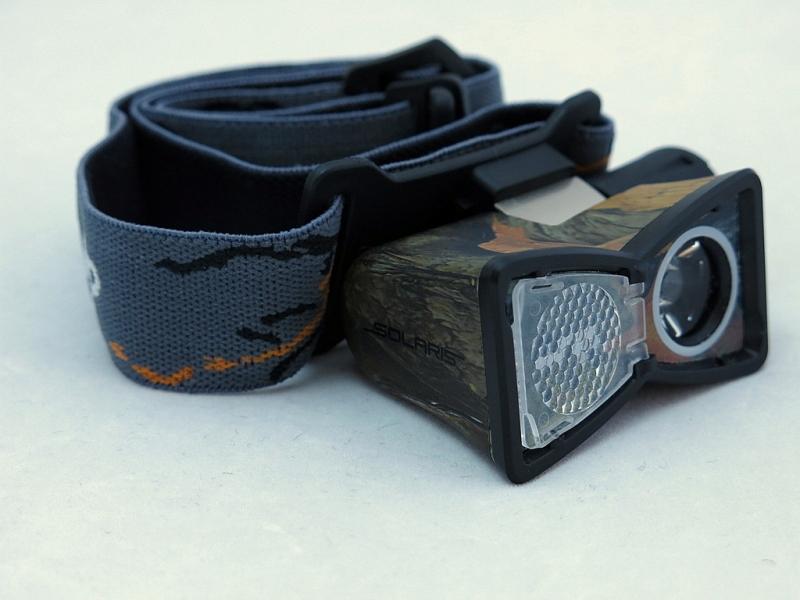 Фонарь светодиодный Solaris M20, налобный, цвет: камуфляжS2103Многоцелевой высококачественный налобный светодиодный фонарь Solaris M20 - компактный и легкий, с перекидной шторкой диффузора и клипсой для крепления. Корпус фонаря выполнен из противоударного ABS пластика. Водонепроницаемый — стандарт IPX8. Встроенный стабилизатор напряжения. Фонарь снабжен современным светодиодом CREE XP-E Q5 (США).Особенности:- рефлектор фонаря снабжен перекидной шторкой диффузора. При установке шторки на рефлектор фонарь эффективно рассеивает свет для работы на ближней дистанции.- фонарь можно снять с оголовного ремня и прикрепить с помощью клипсы (в комплекте) на лямку рюкзака, карман одежды, брючный ремень и т.п.Также можно использовать фонарь без оголовного ремня - в качестве карманного фонаря для повседневного ношения.Особенности конструкции: - перекидная шторка диффузора; - съемная клипса; - четыре режима работы фонаря: High (полная мощность), Medium (средний режим), Low (экономичный режим), SOS (три коротких-три длинных-три коротких вспышки); - при включении фонарь начинает работать в максимальном режиме; - включение и переключение режимов работы осуществляется кнопкой в хвостовой части фонаря; - фонарь работает от 1 батарейки АА (в комплекте); - резиновое уплотнение в хвостовике фонаря. Комплектация:- фонарь - батарейка АА - металлическая клипса для крепления.Мощность светового потока: 80 люмен. Дальность эффективного излучения света: 100 метров.