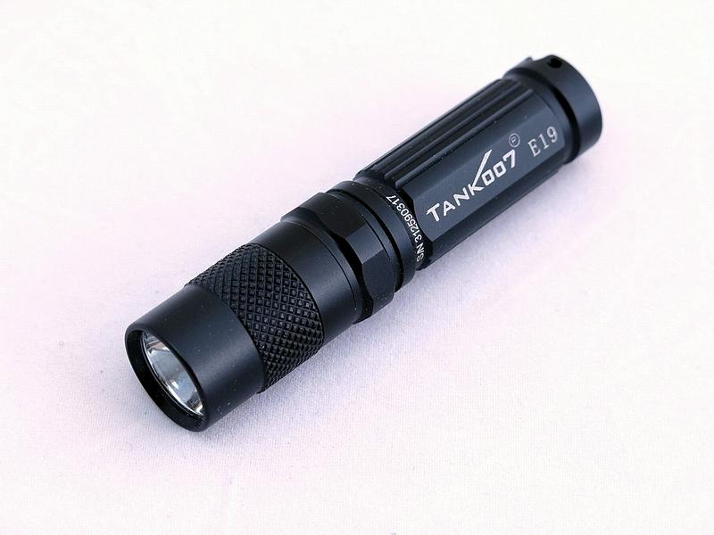 Светодиодный фонарь TANK007 E19 с комплектацией