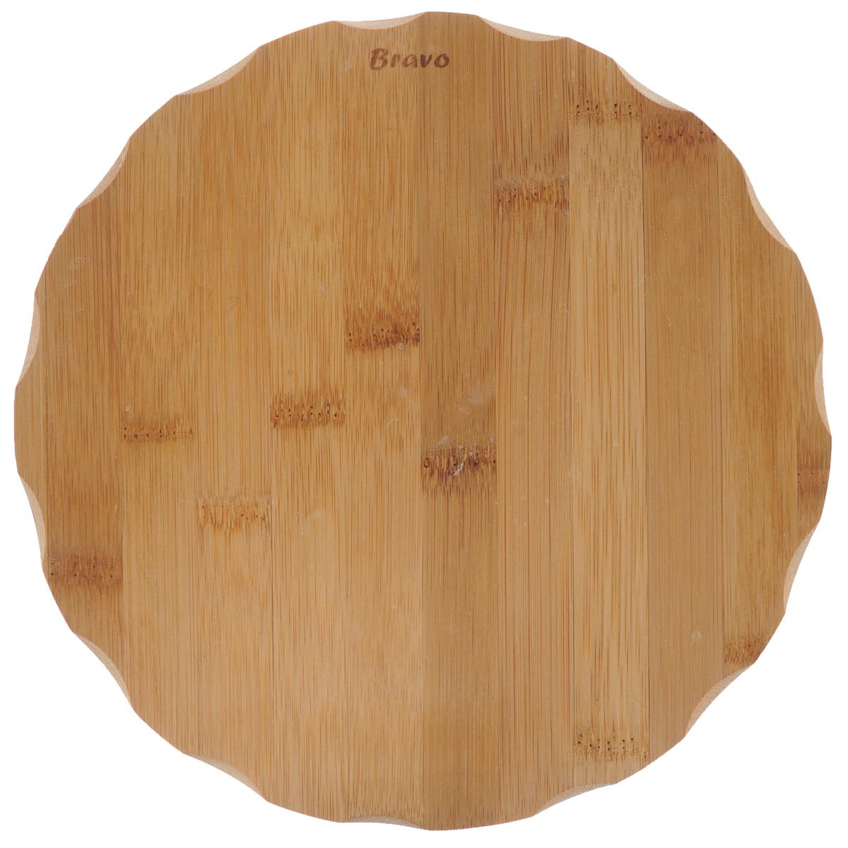 Доска разделочная Bravo, диаметр 23 см208Доска разделочная Bravo изготовлена из бамбука.Функциональная и простая в использовании, разделочная доска Bravo прекрасно впишется в интерьер любой кухни и прослужит вам долгие годы. Не рекомендуется мыть в посудомоечной машине.Диаметр доски: 23 см. Толщина доски: 1 см.