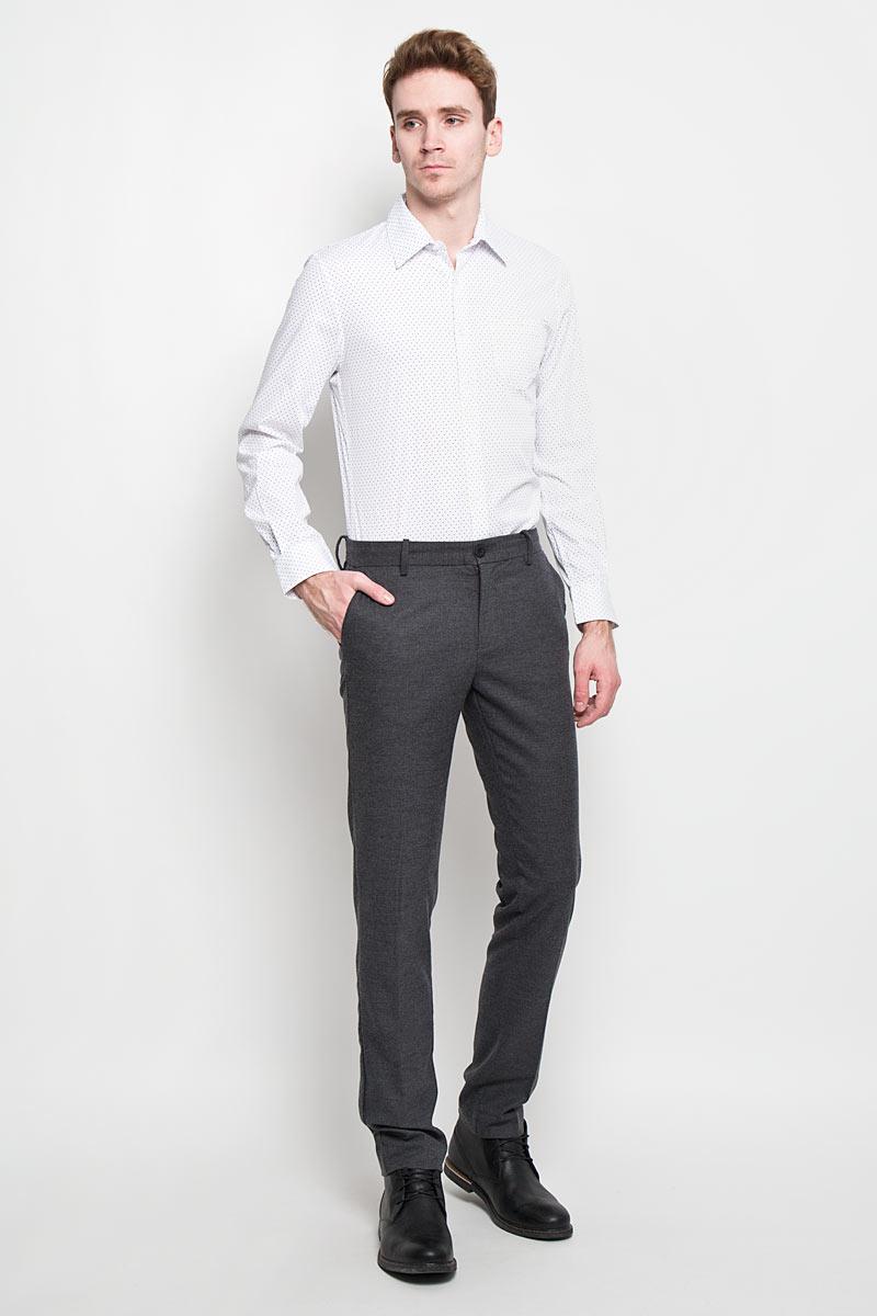 Брюки мужские Tom Tailor, цвет: серый. 6403653.00.15. Размер 30-34 (46-34)6403653.00.15Стильные мужские брюки Tom Tailor, выполненные из высококачественного материала, необычайно мягкие и приятные на ощупь, не сковывают движения, обеспечивая наибольший комфорт. Модель кроя - Slim Fit, Slim Leg, средней посадки. Брюки на талии застегиваются на пуговицу, также имеются ширинка на застежке-молнии и шлевки для ремня. Спереди модель оформлена двумя втачными карманами с косыми срезами, а сзади - тремя врезными карманами.Эти модные и в тоже время комфортные брюки послужат отличным дополнением к вашему гардеробу.
