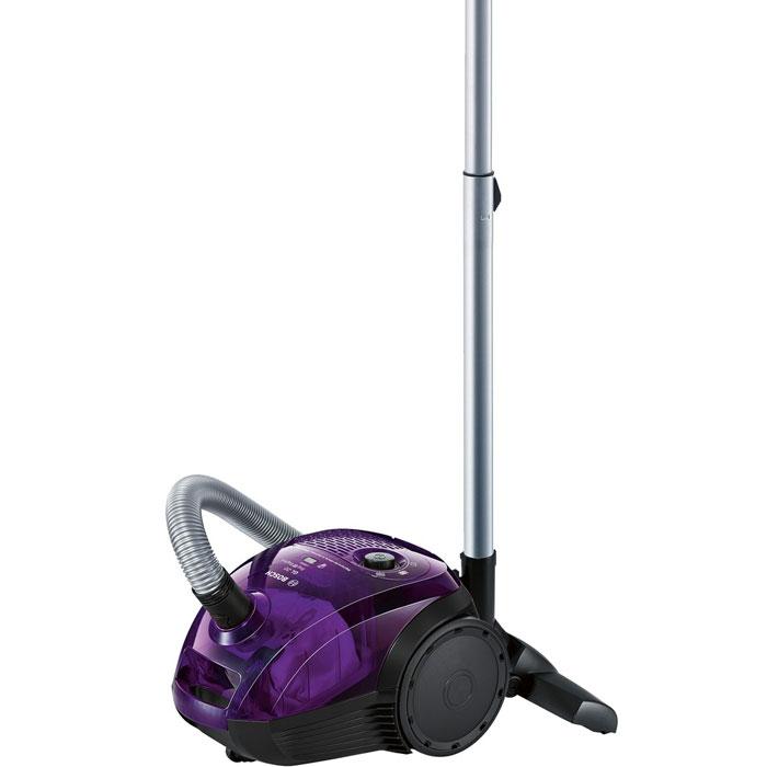Bosch BGN21700, Purple пылесосBGN21700Bosch BGN21700 - компактный пылесос с высокой производительностью. Благодаря технологии Bag&Bagless можно использовать два варианта пылесборника: одноразовые мешки для сбора пыли (объемом 3.5 литра) или же пластиковый контейнер (объемом 1,4 литра).Инновационный мотор HiSpin c аэродинамическими лопастями и оптимизированным воздушным потоком с минимальным энергопотреблением отлично подходит для максимально эффективного сбора пыли.Для большей мощности всасывания (до 60% с наполовину заполненным пылесборником) и лучшей производительности пылесоса рекомендуется использовать пылесборники PowerProtect, тип G.Входящие в комплект щелевая насадка, а также насадки для мягкой мебели пола позволит сможете собрать мусор не только на полу, но и достать до укромных уголков под мебелью или в углах. Компактные размеры позволяют хранить пылесос даже в условиях ограниченного пространства.
