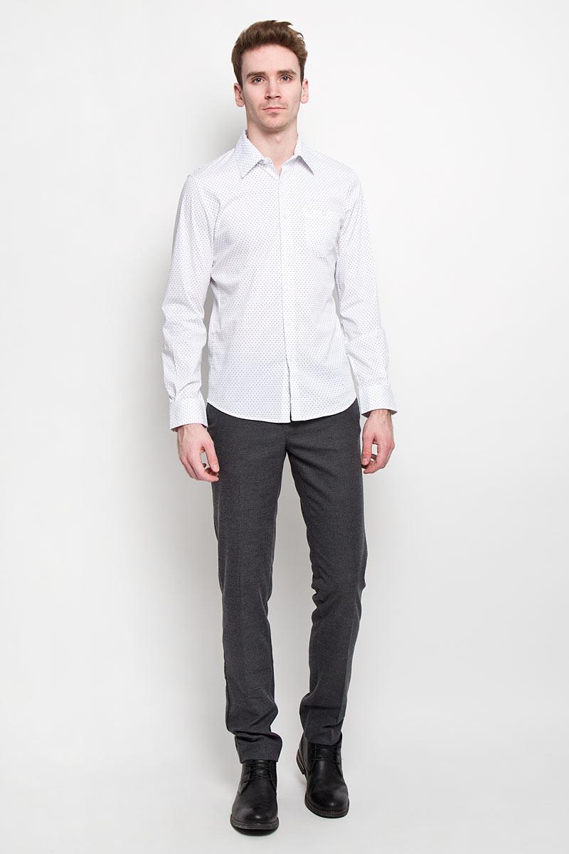 Рубашка мужская Tom Tailor Denim, цвет: белый. 2031129.00.12. Размер S (46)2031129.00.12Мужская рубашка Tom Tailor Denim, выполненная из хлопка с небольшим добавлением эластана, идеально дополнит ваш образ. Материал мягкий и приятный на ощупь, не сковывает движения и позволяет коже дышать.Рубашка слегка приталенного кроя, с длинными рукавами, отложным воротником и закруглённым низом. Изделие спереди застегивается на пуговицы. Манжеты на рукавах также застегиваются на пуговицы. На груди изделие дополнено накладным карманом на пуговице. Рубашка оформлена мелким контрастным принтом горох.Такая рубашка будет дарить вам комфорт в течение всего дня и станет стильным дополнением к вашему гардеробу.